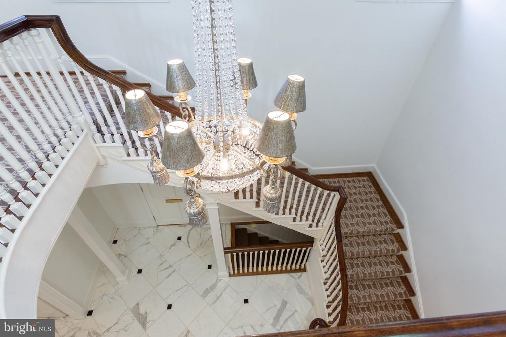 19 Foot Ceiling in Entryway - 2848 MCGILL TER NW, WASHINGTON