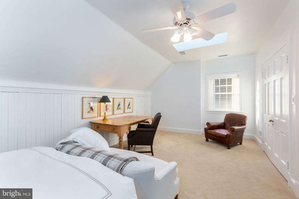 Third Bedroom features Skylight,  Vaulted Ceiling - 2848 MCGILL TER NW, WASHINGTON