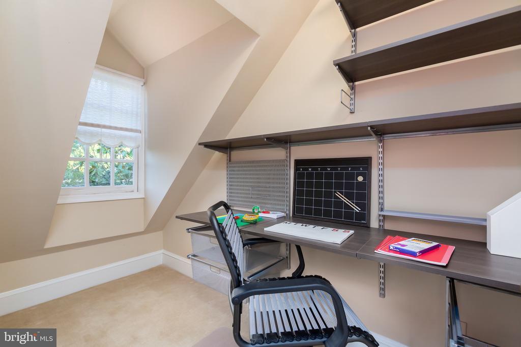 Walk in Closet and Study Nook - 2848 MCGILL TER NW, WASHINGTON