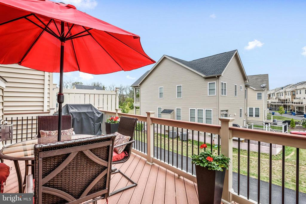 Deck has gas line for grilling! - 22524 OCEAN CLIFF SQ, ASHBURN
