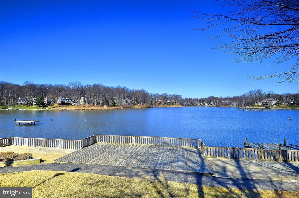 Stroll along the lake - 15009 BRIDGEPORT DR, DUMFRIES