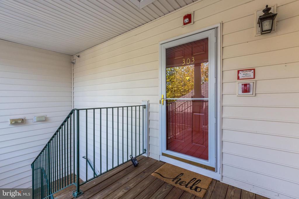 Front Door - 25220 LAKE SHORE SQ #303, CHANTILLY