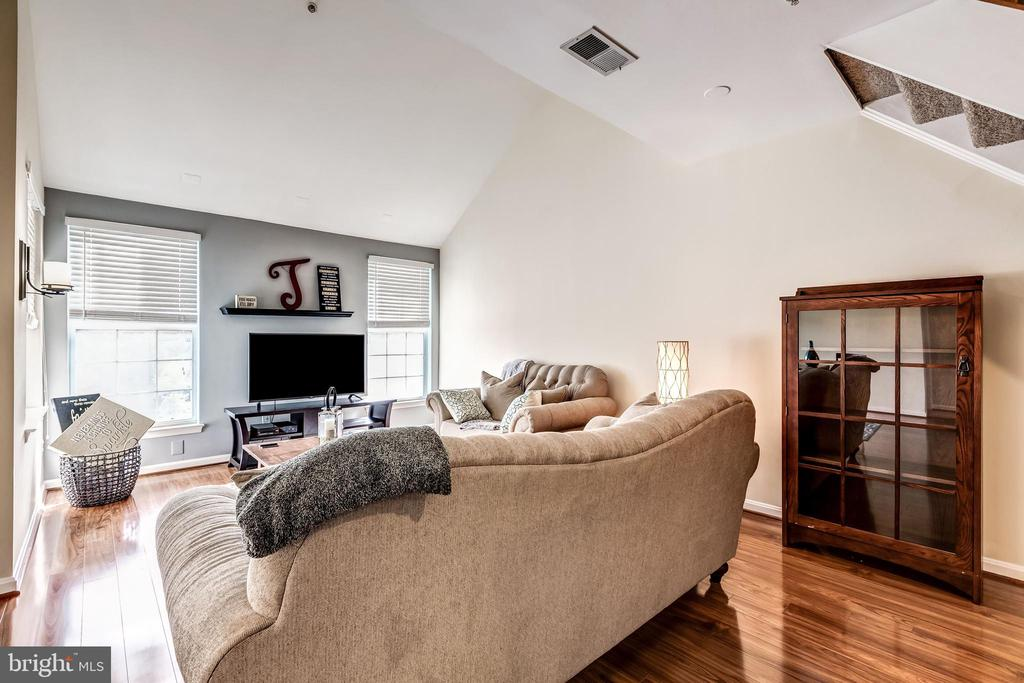 Living Area - 25220 LAKE SHORE SQ #303, CHANTILLY