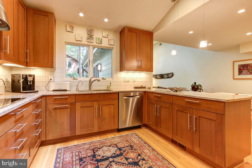 Stunning Kitchen! - 1935 UPPER LAKE DR, RESTON