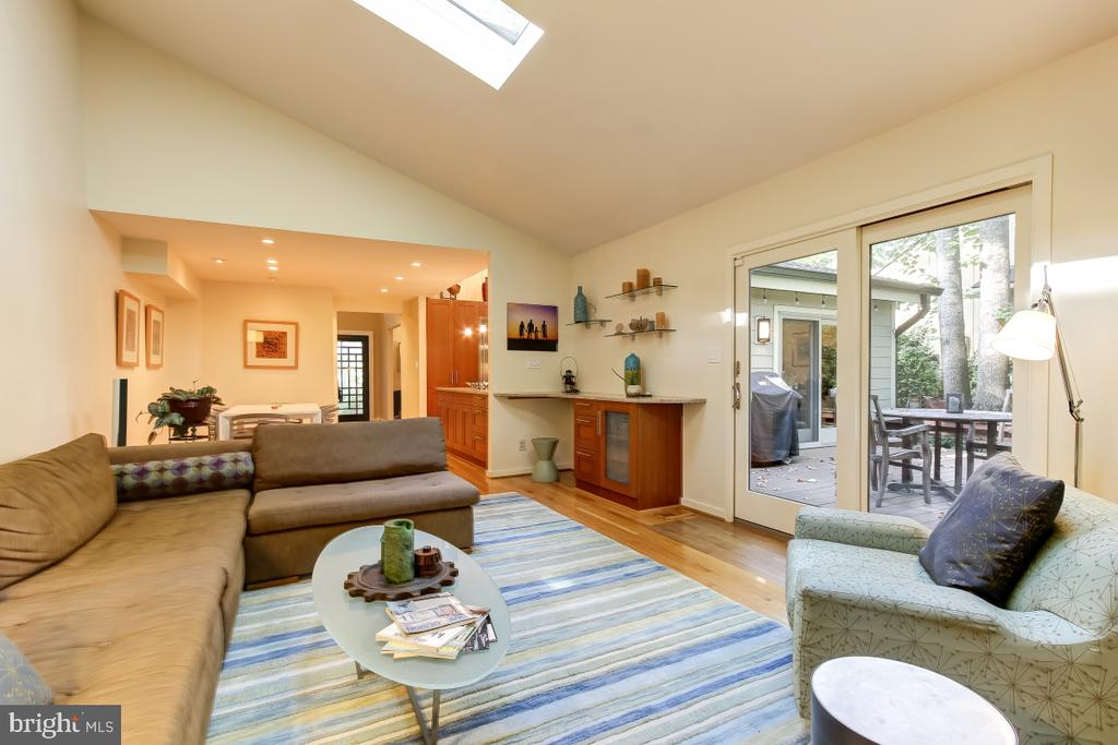 Family Room connects to Kitchen & opens to Deck - 1935 UPPER LAKE DR, RESTON