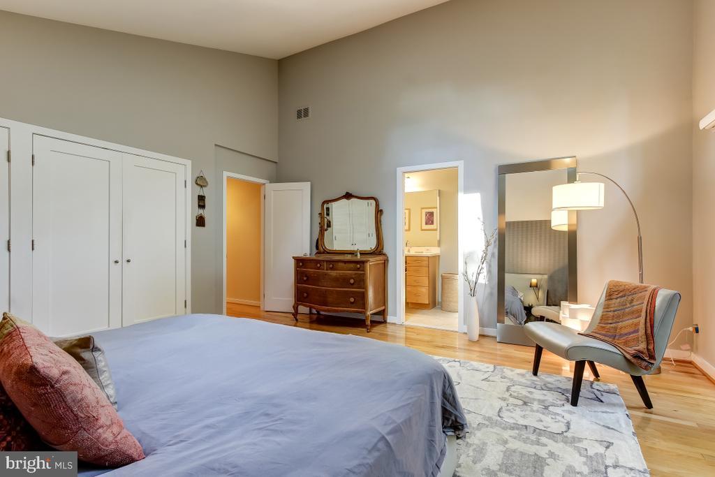 Main Level Master Bedroom! - 1935 UPPER LAKE DR, RESTON