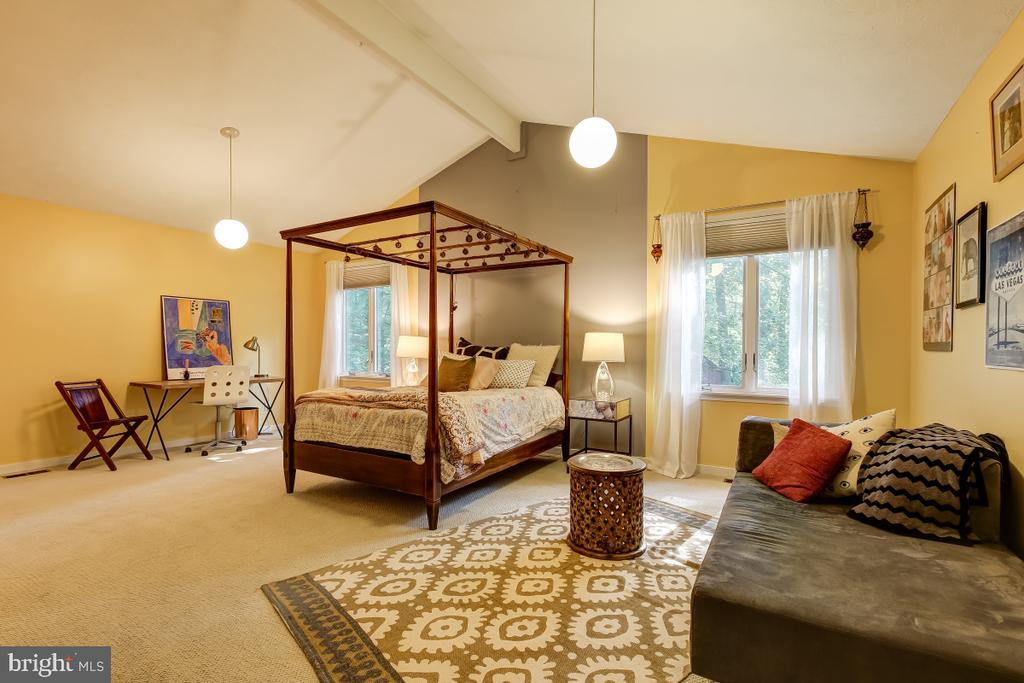 Expansive Upper Level Bedroom with great closets! - 1935 UPPER LAKE DR, RESTON
