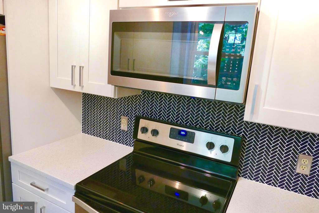 Stainless steel appliances - 2629 S WALTER REED DR #C, ARLINGTON