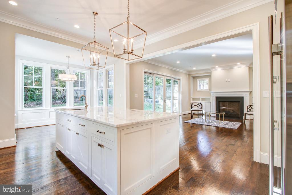 Nice island - 3206 ROLLING RD, CHEVY CHASE