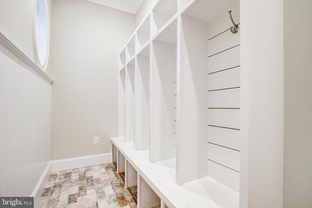 Mud room - 3206 ROLLING RD, CHEVY CHASE