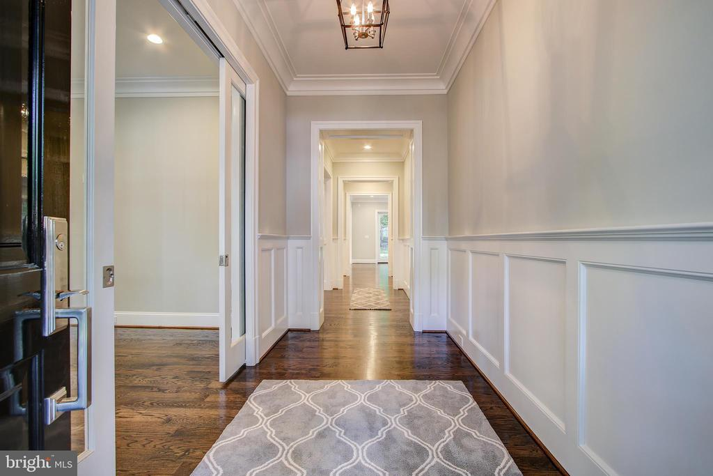 pretty entry way - 3206 ROLLING RD, CHEVY CHASE