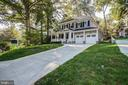 Nice drive and two car garage - 3206 ROLLING RD, CHEVY CHASE