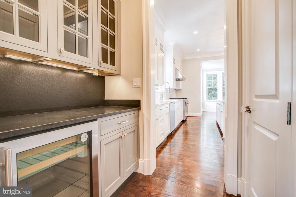 butlers pantry - 3206 ROLLING RD, CHEVY CHASE