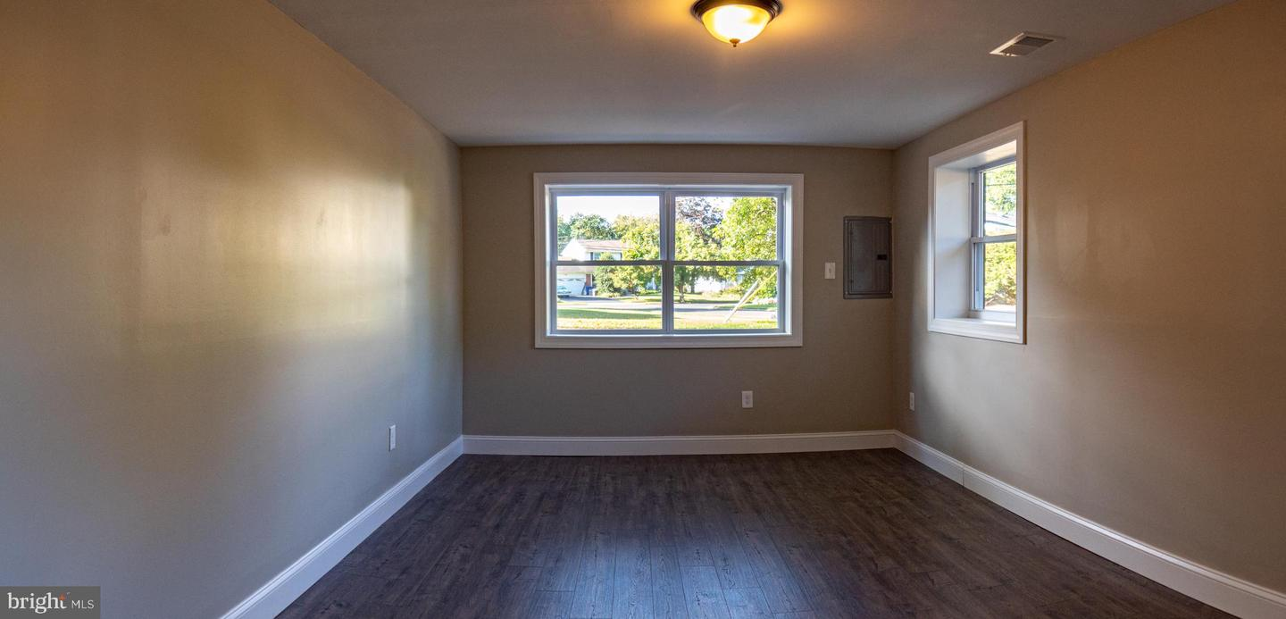 Additional photo for property listing at  Cinnaminson, 新澤西州 08077 美國
