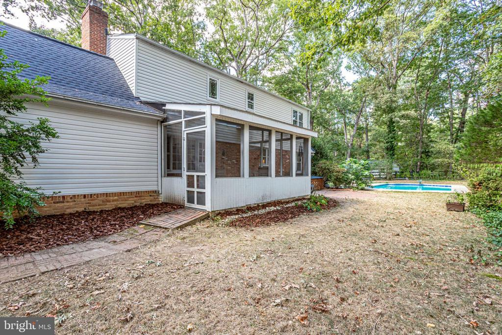 Large, private lot with pool - 3800 DENSMORE CT, ALEXANDRIA