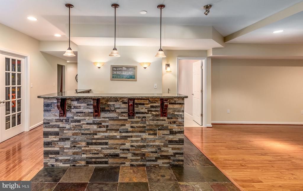 WINE FRIG AND MICROWAVE, TOO! - 25753 SPECTACULAR RUN PL, CHANTILLY