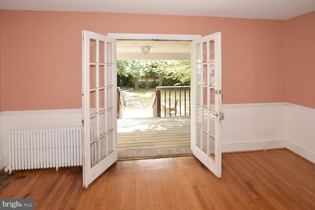 DINING ROOM W/ FRENCH DOORS  TO COVERED DECK - 2714 FRANKLIN RD, ARLINGTON