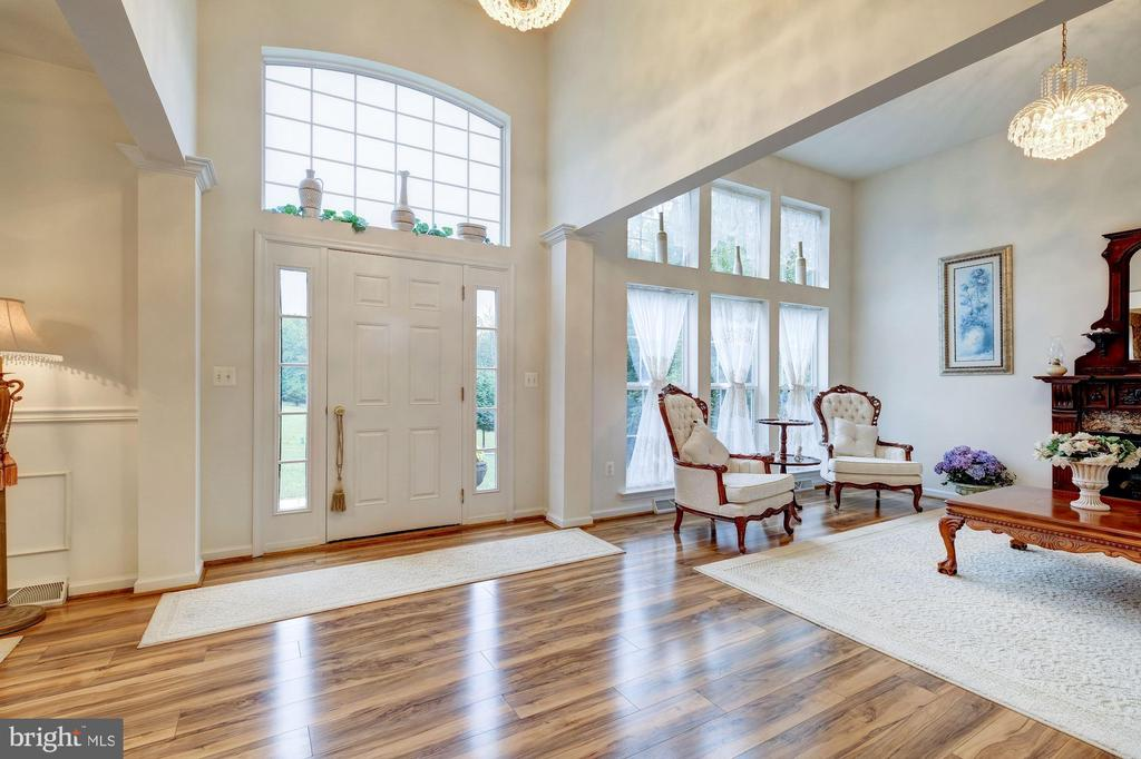 Two Story Foyer - 12906 TOWER RD, THURMONT
