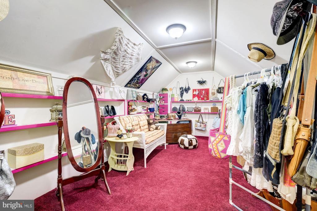 Boutique - 12906 TOWER RD, THURMONT