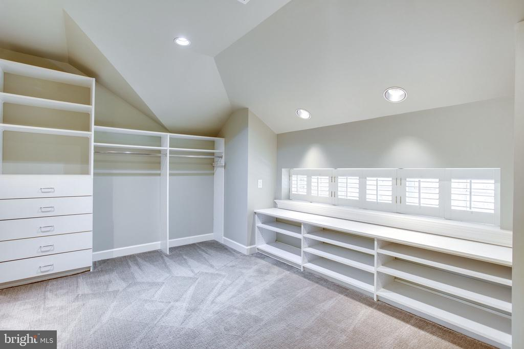 Walk-in Closet (Master) - 5226 39TH ST NW, WASHINGTON