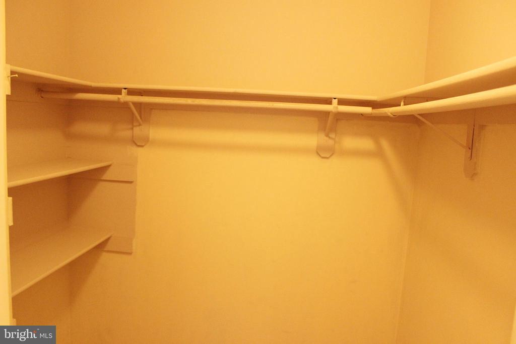 Large Master Walk-in Closet - 46859 WOODSTONE TER, STERLING