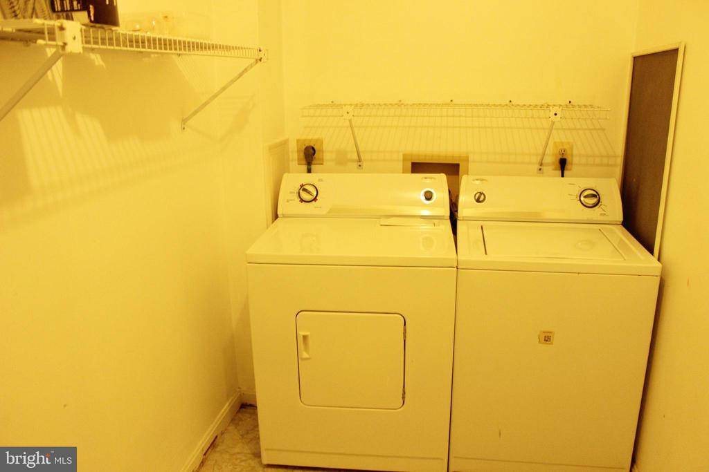 Separate Laundry Room - 46859 WOODSTONE TER, STERLING