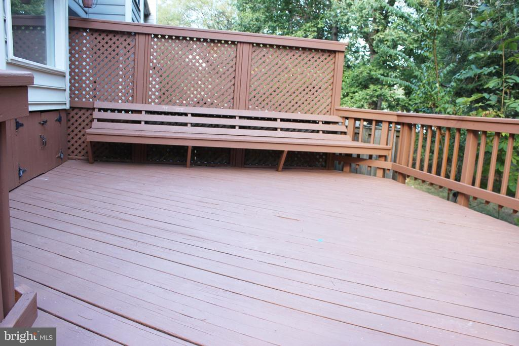 Deck Backing to Trees - 46859 WOODSTONE TER, STERLING