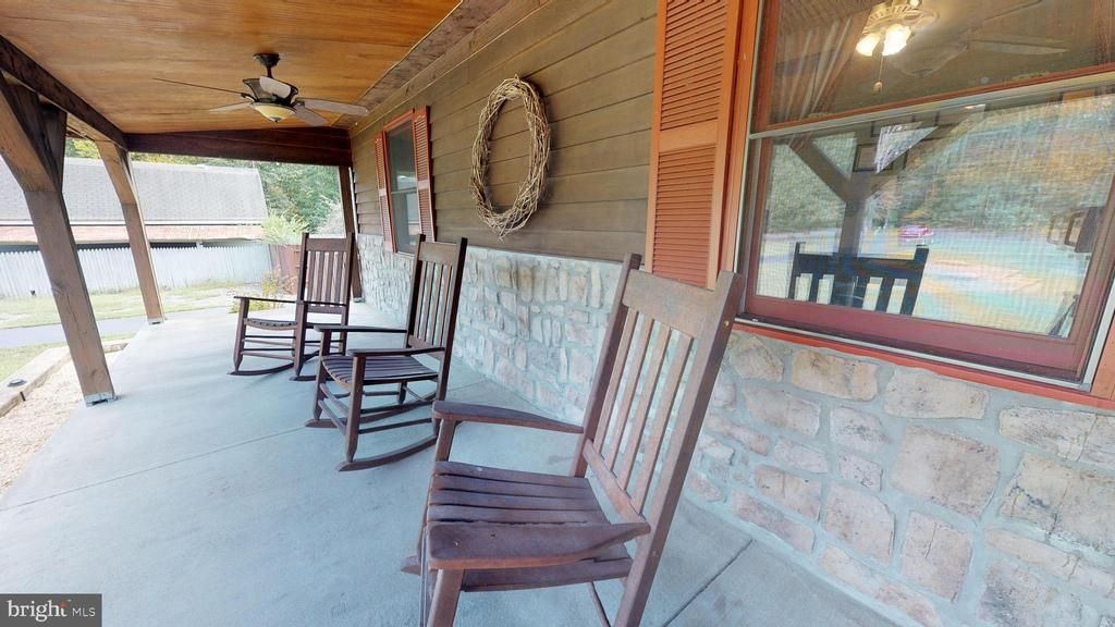 Relax on this country porch - 6530 HICKORY RIDGE RD, SPOTSYLVANIA