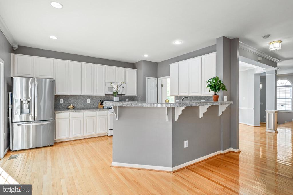 Kitchen with deck entrance - 20776 BRIDALVEIL FALLS TER, STERLING