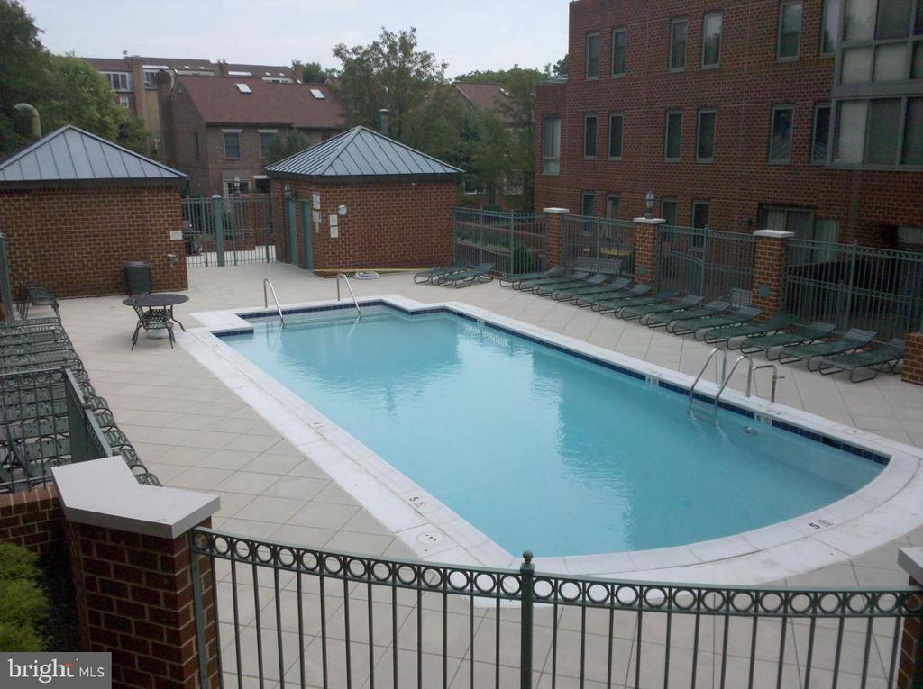 Relax at the pool all Summer long! - 1050 N TAYLOR ST #1-313, ARLINGTON