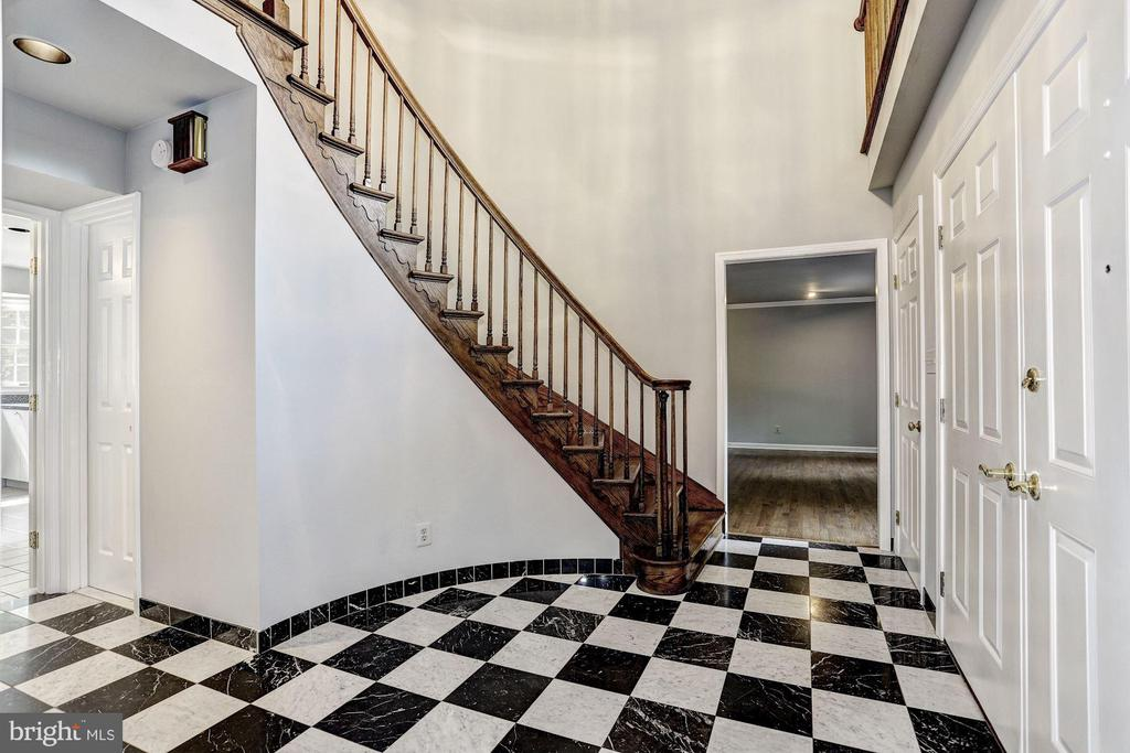 Curved Staircase - 10545 CLARKSVILLE PIKE, COLUMBIA