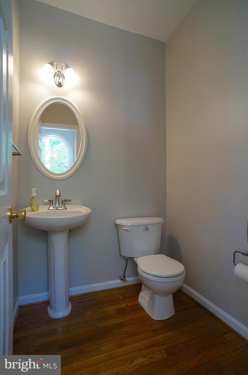 Half Bath with Updated Faucet, Light & Accessories - 2004 WAVE DR, STAFFORD