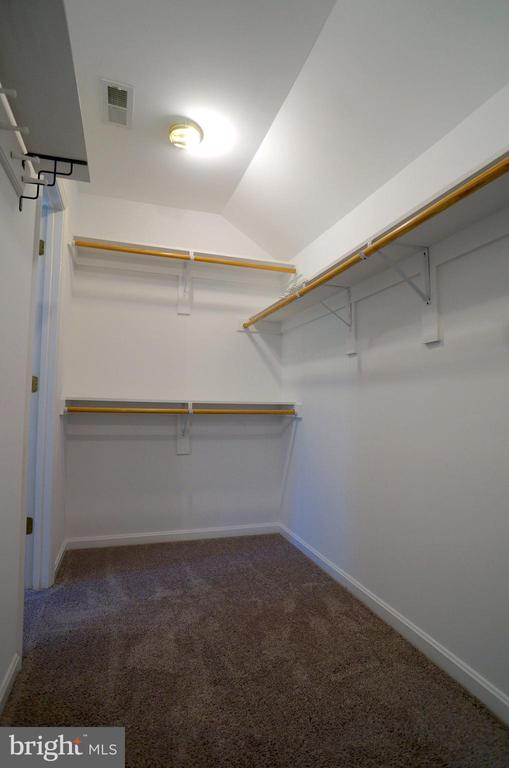 Owner's Walk-In Closet (12'x5') - 2004 WAVE DR, STAFFORD