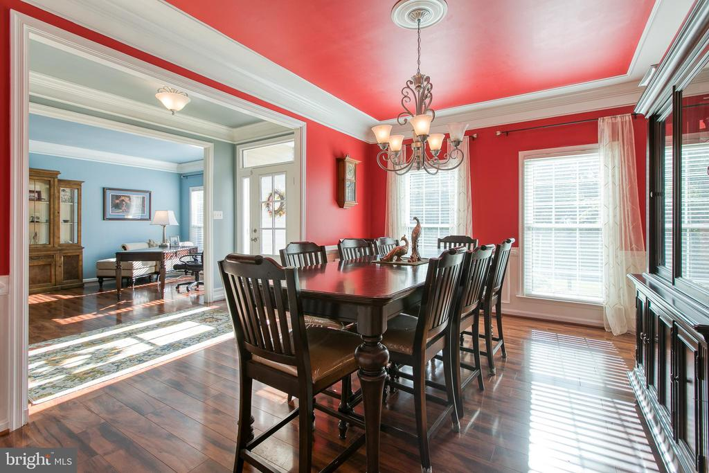 Crown molding completes this Dining Rom - 12 SILVERLEAF CT, STAFFORD