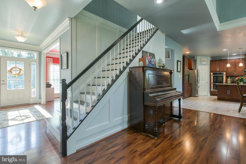 Stairway to second floor - 12 SILVERLEAF CT, STAFFORD