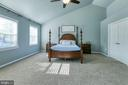 Master bedroom with vaulted ceiling - 12 SILVERLEAF CT, STAFFORD