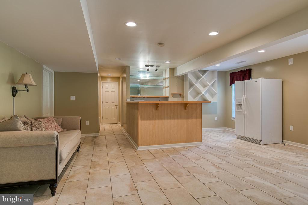 In-law suite or apartment - 12 SILVERLEAF CT, STAFFORD