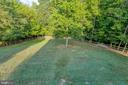Fenced in backyard that backs to trees - 12 SILVERLEAF CT, STAFFORD