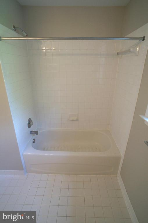 Tub/Shower with Ceramic Tile Surround in Bath #2 - 2004 WAVE DR, STAFFORD