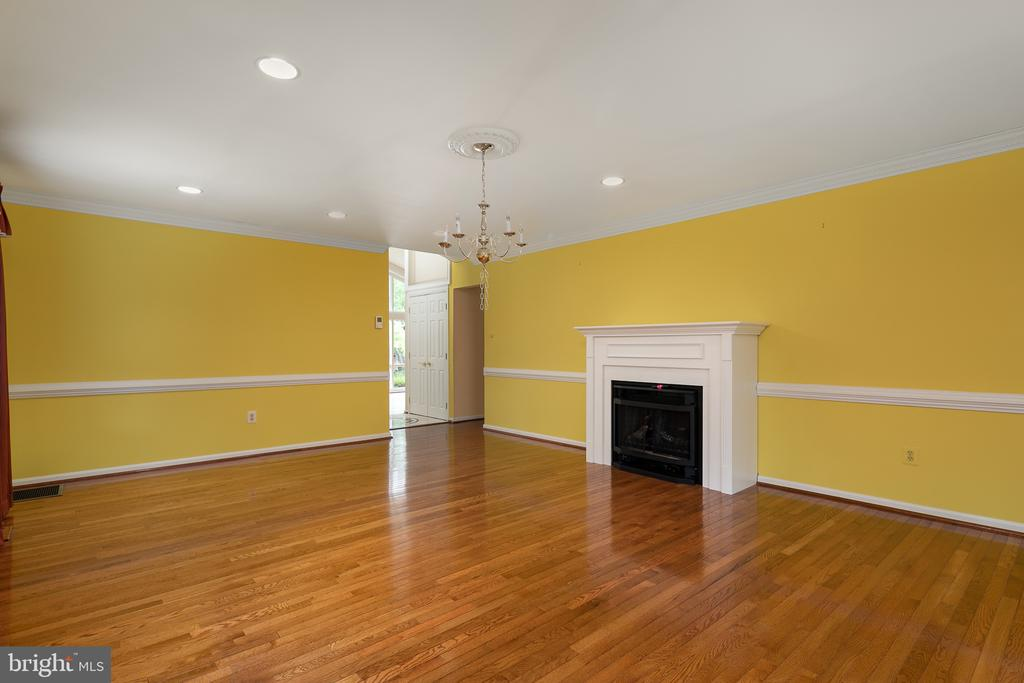 FAMILY ROOM W/GAS FIREPLACE - 2622 DEPAUL DR, VIENNA