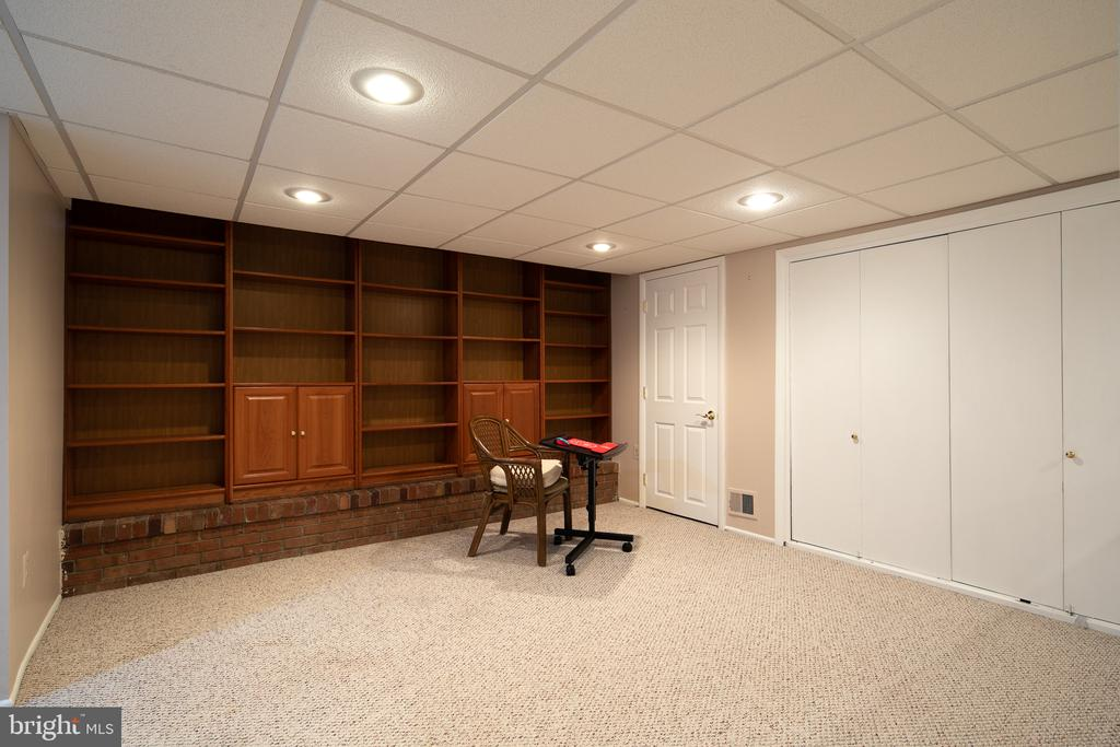 REC ROOM WITH BUILT-IN SHELVING - 2622 DEPAUL DR, VIENNA