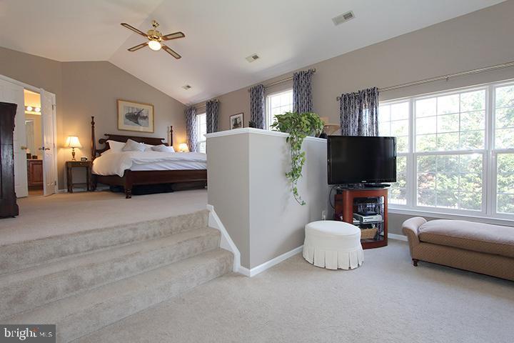 Huge master bedroom with sitting room - 806 SANTMYER DR SE, LEESBURG