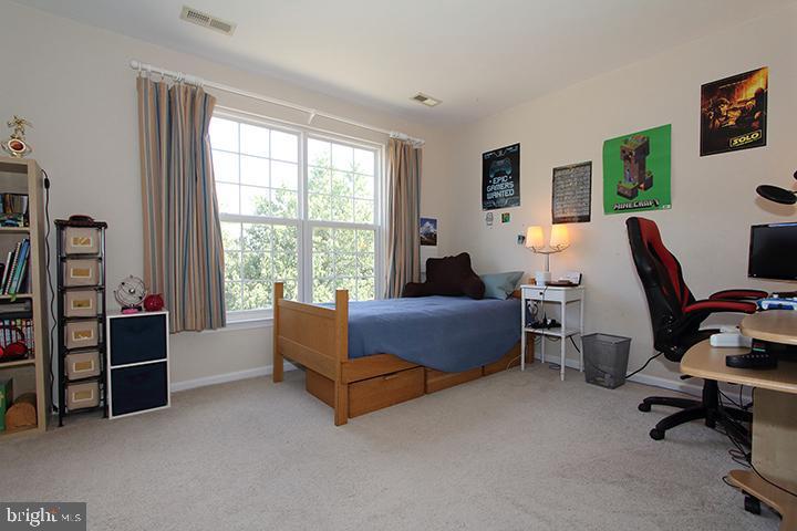 Upper level #3 bedroom - 806 SANTMYER DR SE, LEESBURG