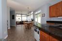 Large eat-in kitchen with granite counters - 806 SANTMYER DR SE, LEESBURG