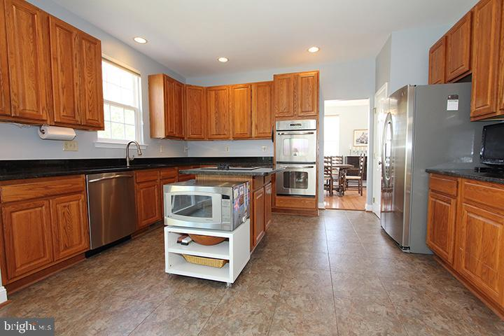 Gourmet kitchen with SS appliances - 806 SANTMYER DR SE, LEESBURG