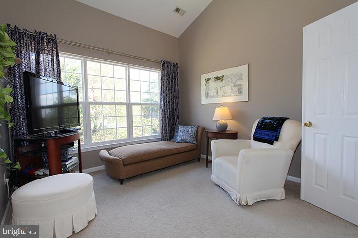 Sitting room in master bedroom - 806 SANTMYER DR SE, LEESBURG