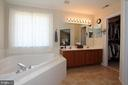 Master bathroom with soaking tub - 806 SANTMYER DR SE, LEESBURG