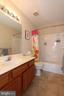 Upper level full bathroom - 806 SANTMYER DR SE, LEESBURG