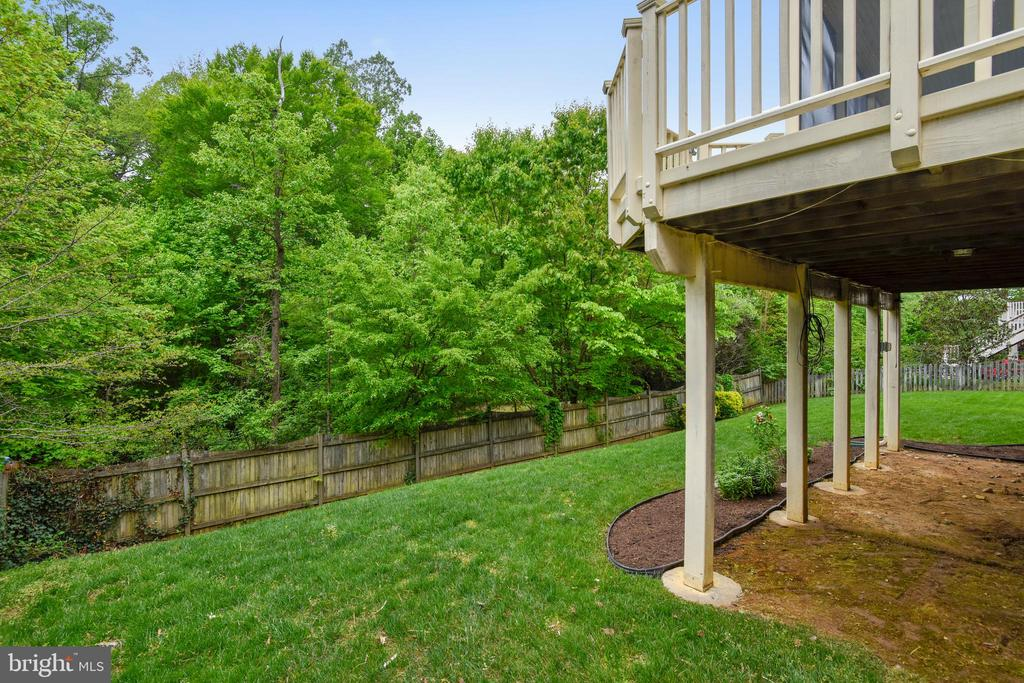 Plenty of Room to run and play in Fenced  Yard! - 6846 CREEK CREST WAY, SPRINGFIELD
