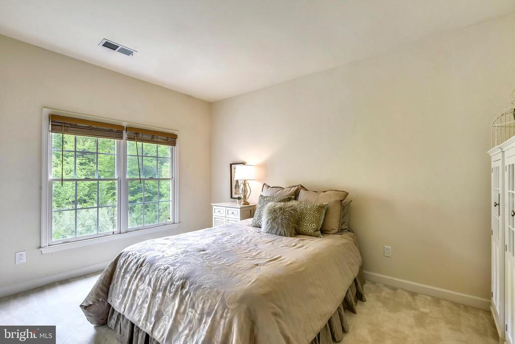 3rd Bedroom is large and carpeted! - 6846 CREEK CREST WAY, SPRINGFIELD